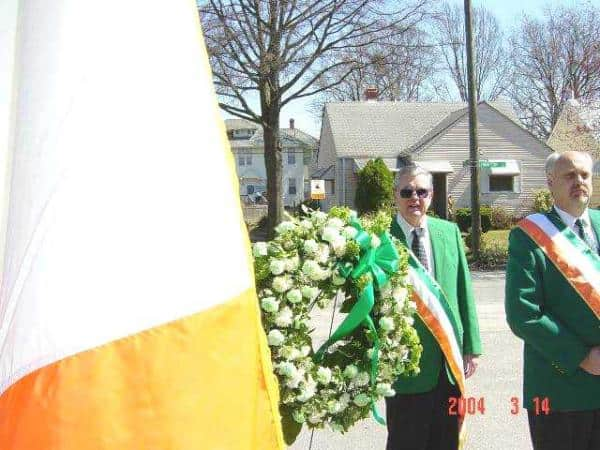 Wreath bearer Paul McFadden